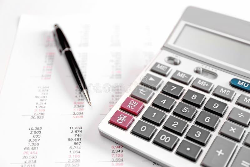 Conceito do planeamento da saúde Calculadora e pena imagem de stock royalty free