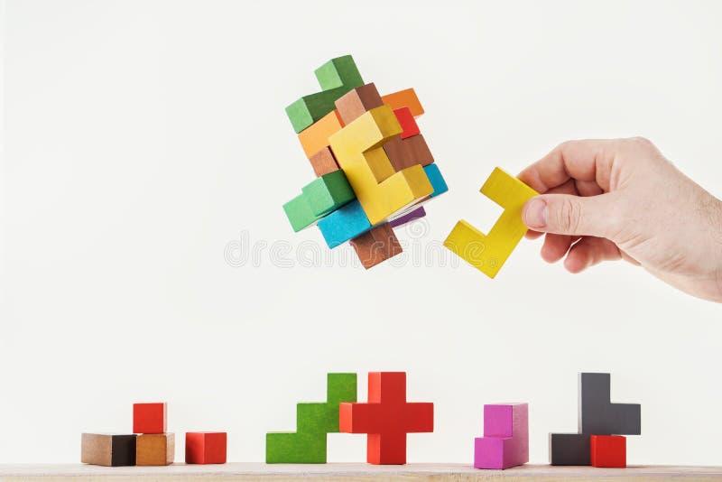 Conceito do processo de tomada de decisão, pensamento lógico Tarefas lógicas O enigma, encontra a parte faltante de proposta foto de stock royalty free