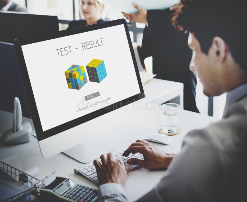 Conceito do progresso da avaliação de desenvolvimento do resultado da análise imagem de stock