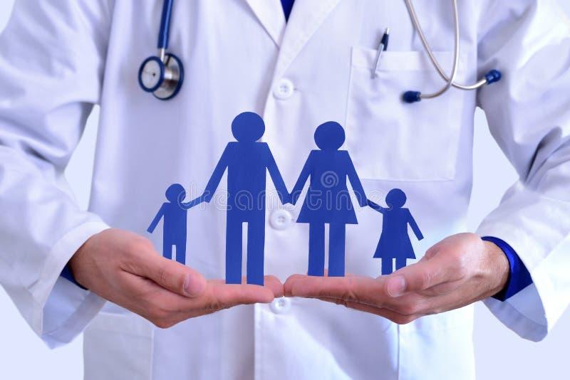 Conceito do seguro de saúde da família foto de stock royalty free