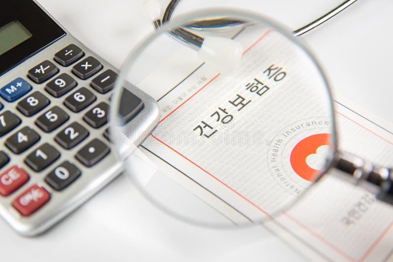 Conceito do seguro médico com um cartão do seguro de saúde fotografia de stock