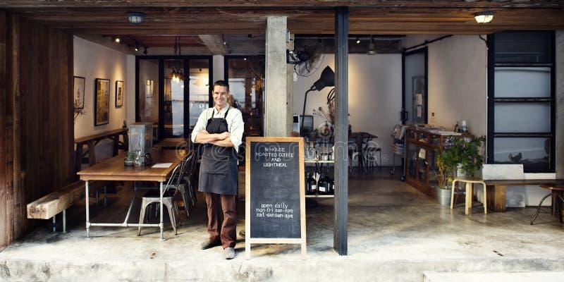 Conceito do serviço do proprietário do café da cafetaria foto de stock royalty free