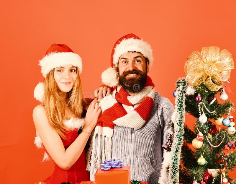 Conceito do tempo do ano novo e do Natal Senhor e Missis Claus imagens de stock royalty free
