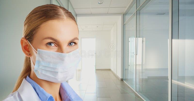 Conceito do tratamento do vírus quarantine fotos de stock