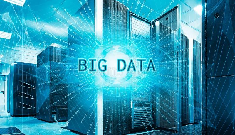 Conceito do visualização grande dos dados com os super-computadores modernos dos graus no centro de dados computacional ilustração stock