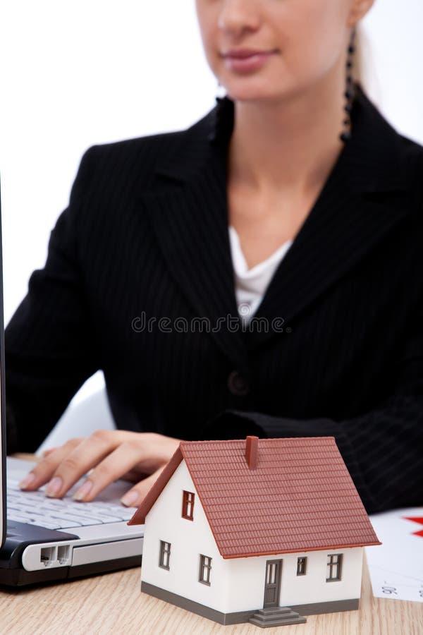 Download Bens imobiliários imagem de stock. Imagem de fêmea, real - 29825747