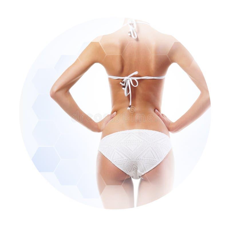 Conceito dos cuidados médicos, da dieta, do esporte e da beleza Corpo fêmea bonito Mulher no roupa de banho branco foto de stock royalty free