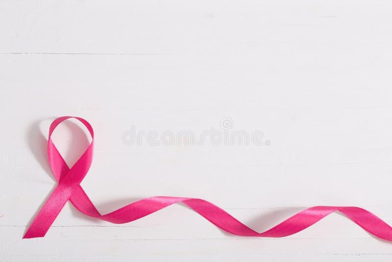 Conceito dos cuidados médicos e da medicina ri cor-de-rosa da conscientização do câncer da mama imagem de stock