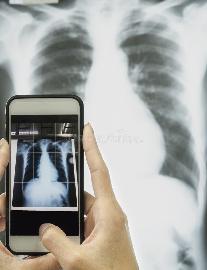 Conceito dos cuidados médicos e da tecnologia imagens de stock