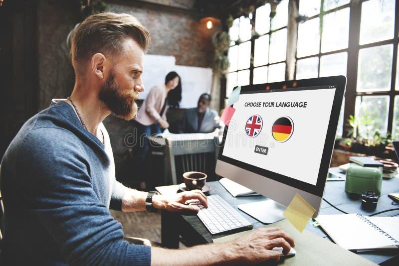 Conceito dos inglês-alemão do dicionário de língua imagens de stock