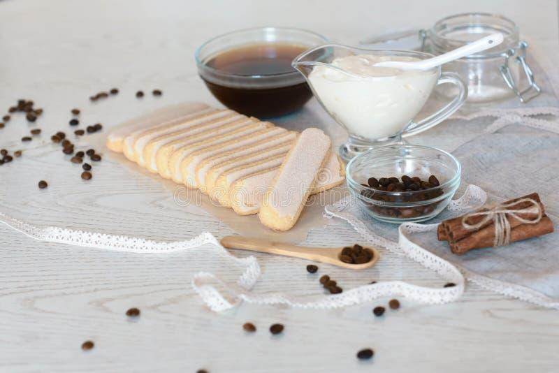 Conceito dos ingredientes do Tiramisu  fotos de stock royalty free