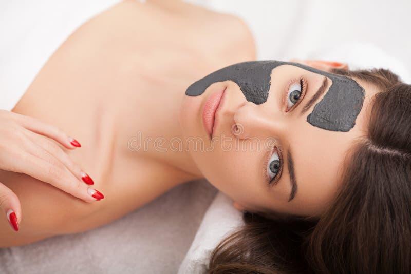 Conceito dos povos, da beleza, dos termas, da cosmetologia e do skincare - ascendente próximo fotos de stock royalty free