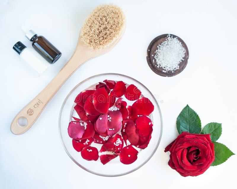 Conceito dos termas para pregos, tratamento de mãos e pedicure Lavander colocado liso das rosas, imagens de stock