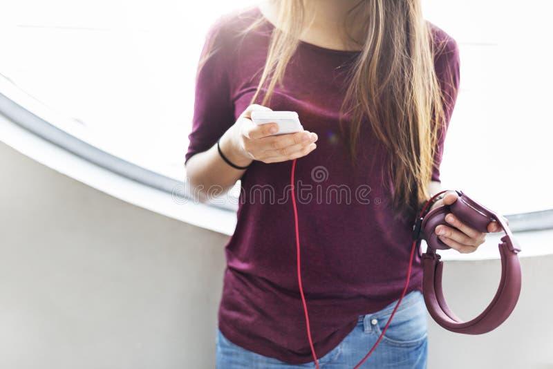 Conceito eletrônico ocasional calmo de refrigeração do áudio do fone de ouvido foto de stock