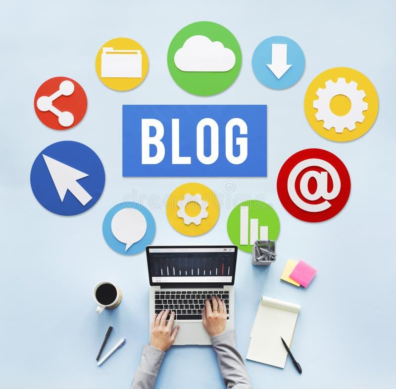 Conceito em linha Blogging do Web site satisfeito do blogue imagem de stock royalty free