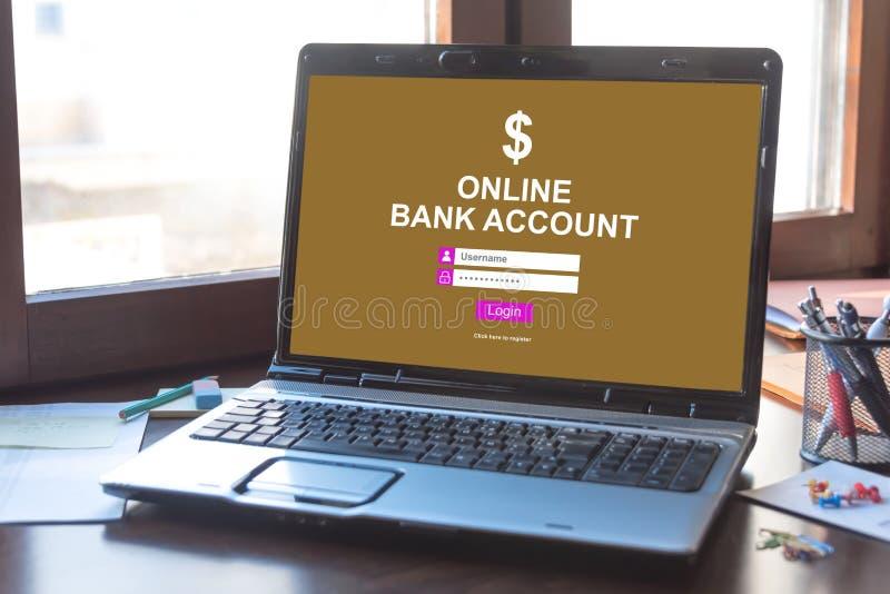 Conceito em linha da conta bancária em uma tela do portátil fotografia de stock royalty free