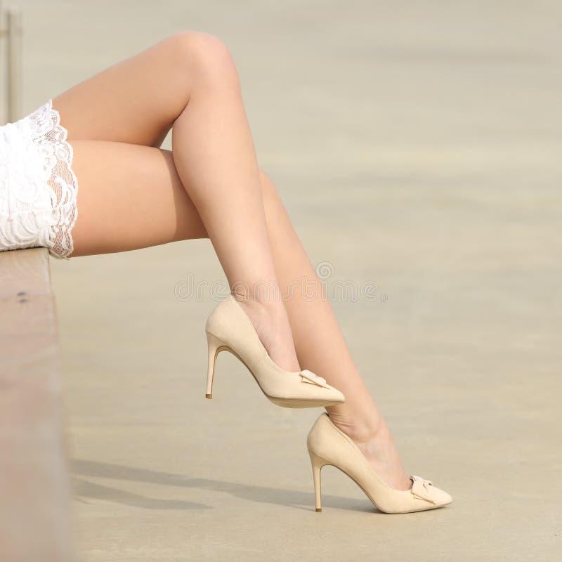 Conceito encerado mulher da remoção do cabelo dos pés da beleza fotografia de stock
