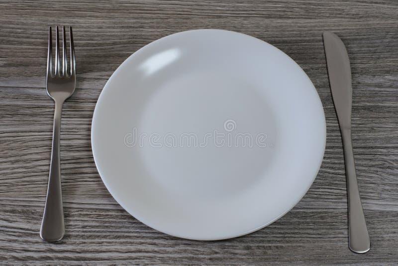 Conceito esfomeado de dieta do emagrecimento da perda de peso Conceito da nutrição e da inanição insalubres Fim da vista superior imagens de stock