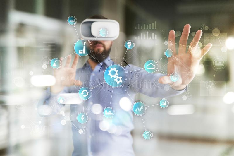 Conceito esperto da indústria e da automatização Internet das coisas IOT, conceito da tecnologia imagens de stock
