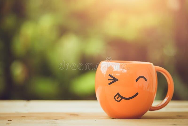Conceito feliz do bom dia da manhã da caneca do sorriso imagens de stock