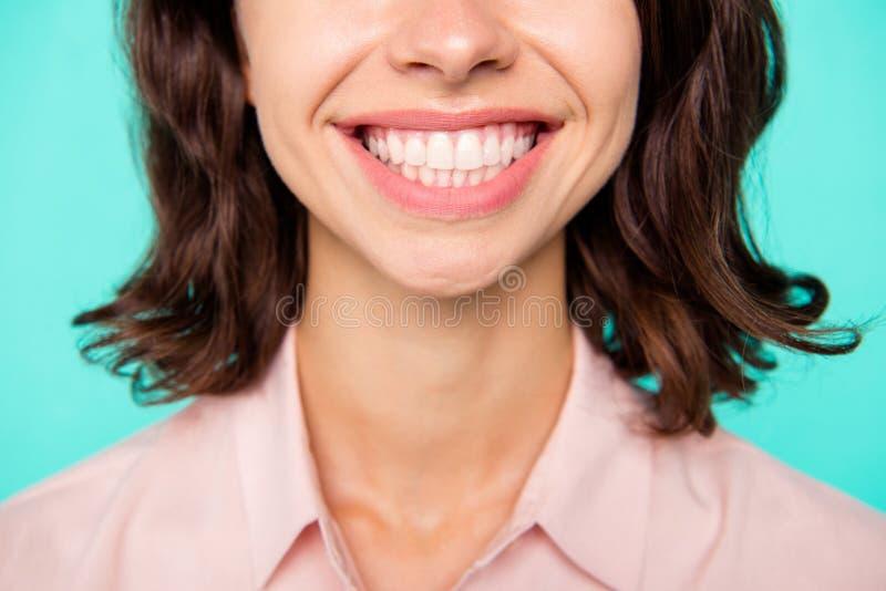 Conceito forte saudável branco dos dentes O close-up colheu fresco limpa fotos de stock
