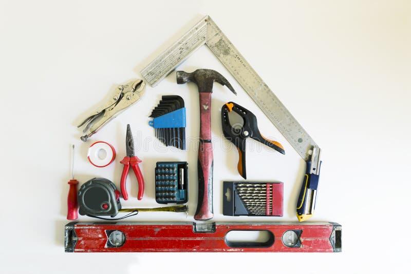 Conceito home da renovação Forma de uma casa das ferramentas da construção fotografia de stock