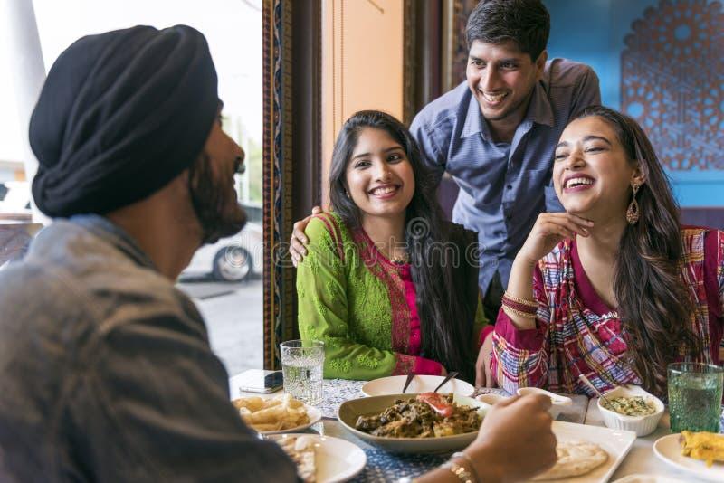 Conceito indiano do caril de Roti Naan do alimento da refeição da afiliação étnica foto de stock royalty free