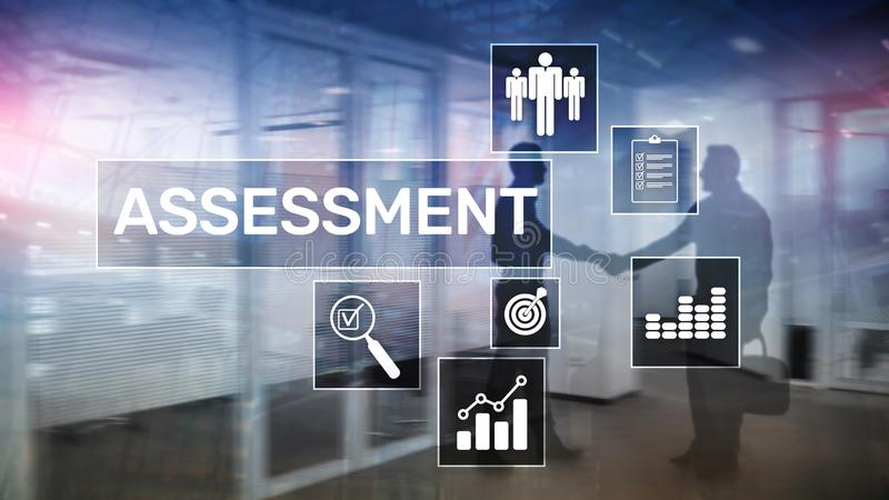 Conceito medida do negócio e da tecnologia da análise da analítica da avaliação da avaliação no fundo borrado fotografia de stock royalty free