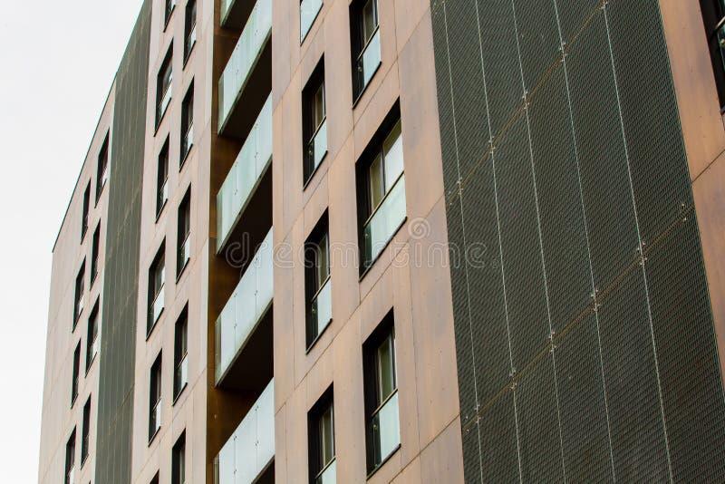Conceito moderno da arquitetura da olá!-tecnologia Textura do marrom do arranha-céus Fachada ? moda foto de stock