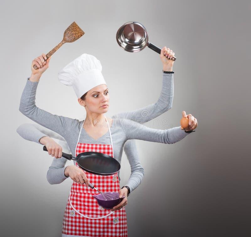 Conceito ocupado da dona de casa com muitas mãos no fundo cinzento fotografia de stock