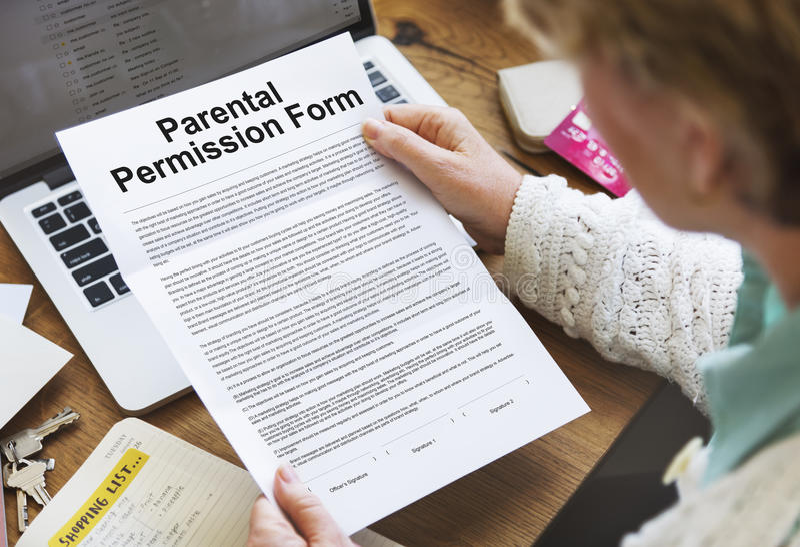 Conceito parental do contrato do formulário da permissão fotografia de stock