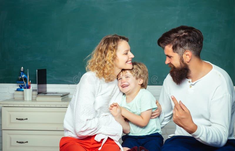 Conceito Parenting da matemática da educação Conceito da escola Matemática para crianças As crian?as preparam-se para a escola Jo imagem de stock royalty free