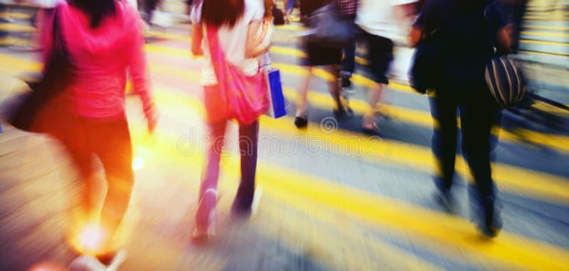 Conceito pedestre das horas de ponta do grupo de pessoas fotografia de stock royalty free