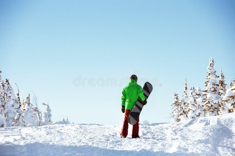 Conceito pequeno do copyspace da snowboarding do snowboarder imagens de stock royalty free