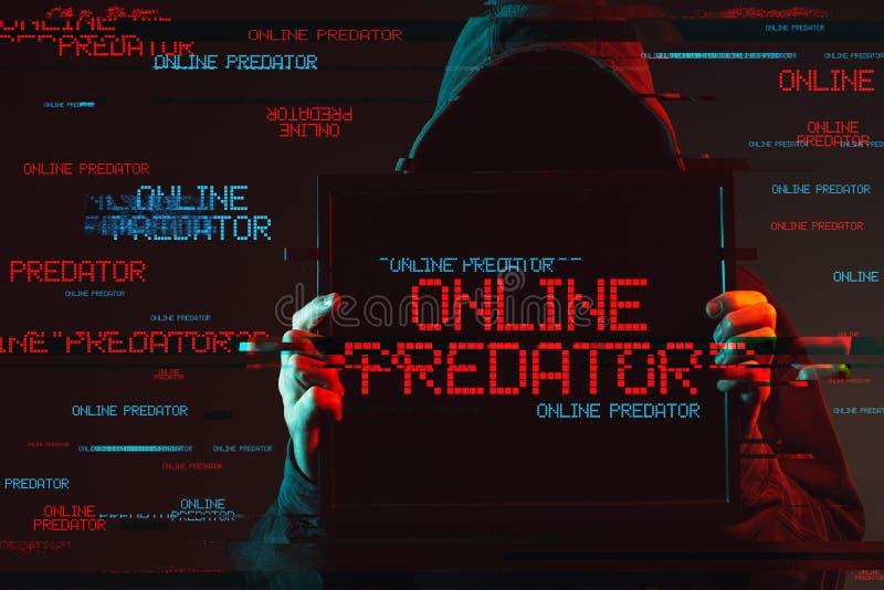 Conceito predador em linha com a pessoa masculina encapuçado sem cara fotos de stock royalty free