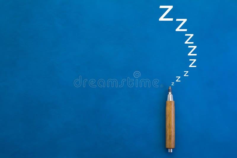 Conceito preguiçoso com o lápis no fundo azul jpg foto de stock