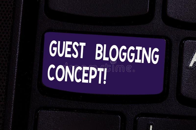 Conceito publicando em blogs do convidado do texto da escrita Significado do conceito que escreve um cargo do blogue a ser emitid foto de stock
