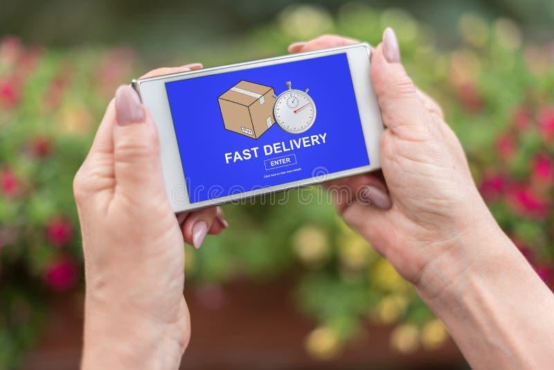 Conceito rápido da entrega em um smartphone imagem de stock