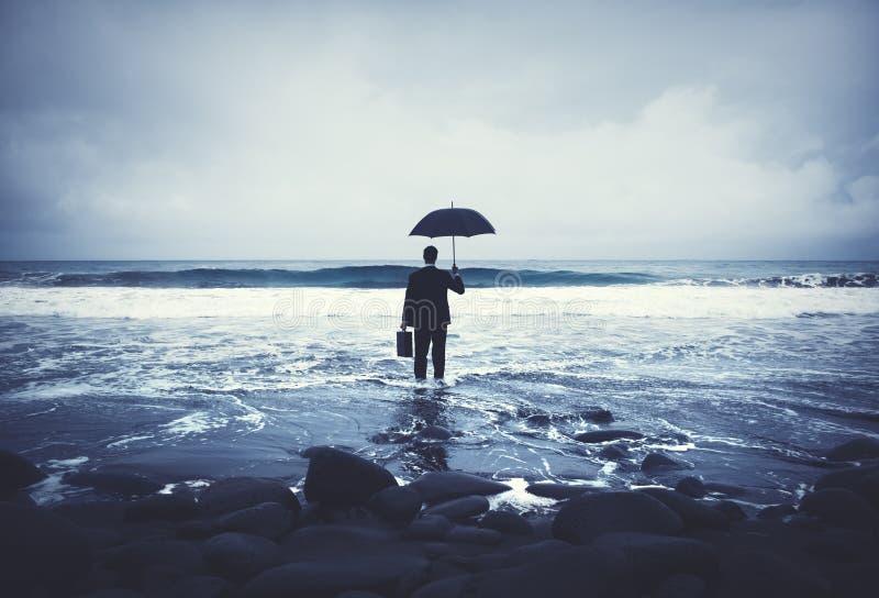 Conceito só de Alone Anxiety Beach do homem de negócios fotografia de stock