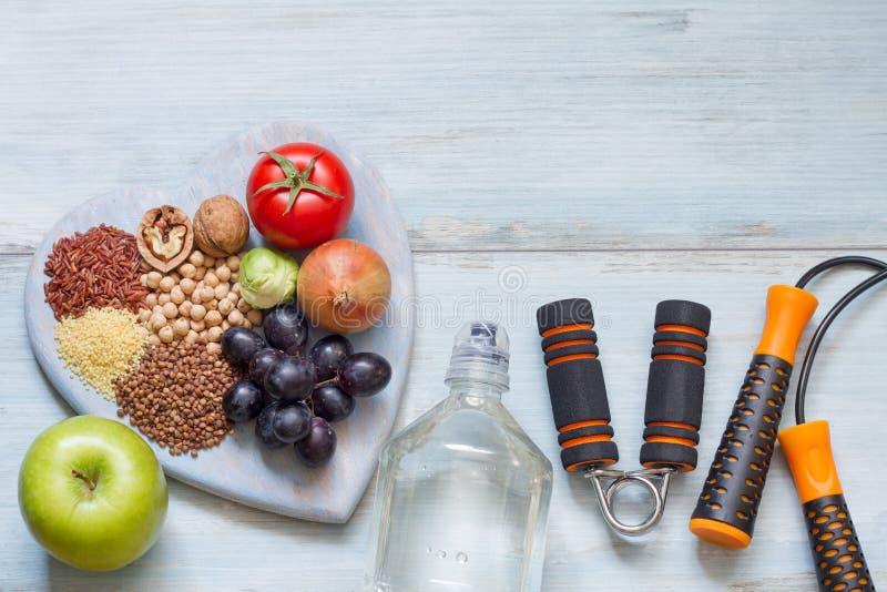 Conceito saudável do estilo de vida com dieta e aptidão foto de stock