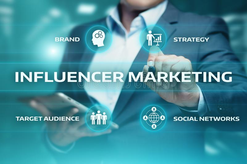 Conceito social da estratégia dos meios da rede do negócio do plano de marketing de Influencer imagens de stock royalty free
