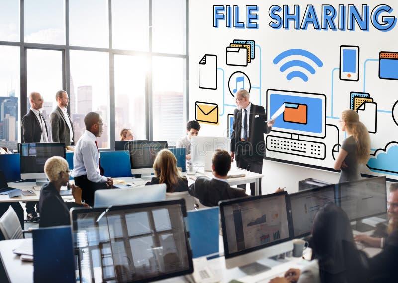 Conceito social do armazenamento da tecnologia do Internet da partilha de arquivos fotos de stock