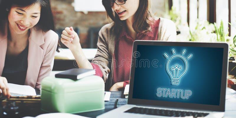 Conceito Startup da faculdade criadora das ideias da ampola imagem de stock