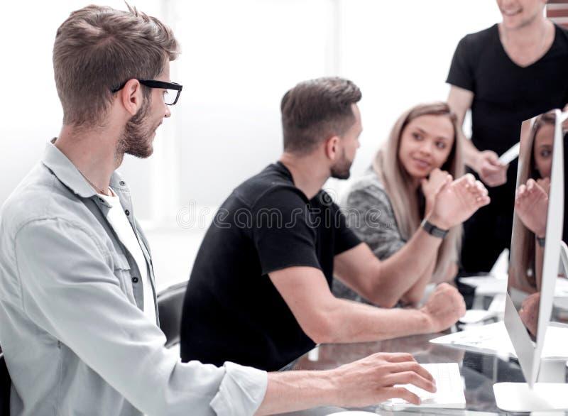 Conceito Startup da reunião de sessão de reflexão dos trabalhos de equipa da diversidade imagens de stock royalty free