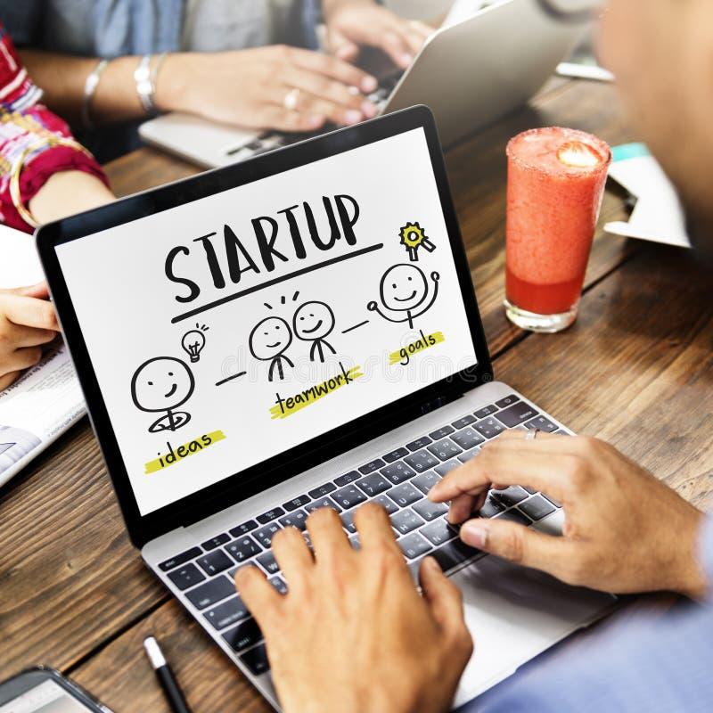 Conceito Startup do gráfico do planeamento empresarial dos povos das ideias foto de stock