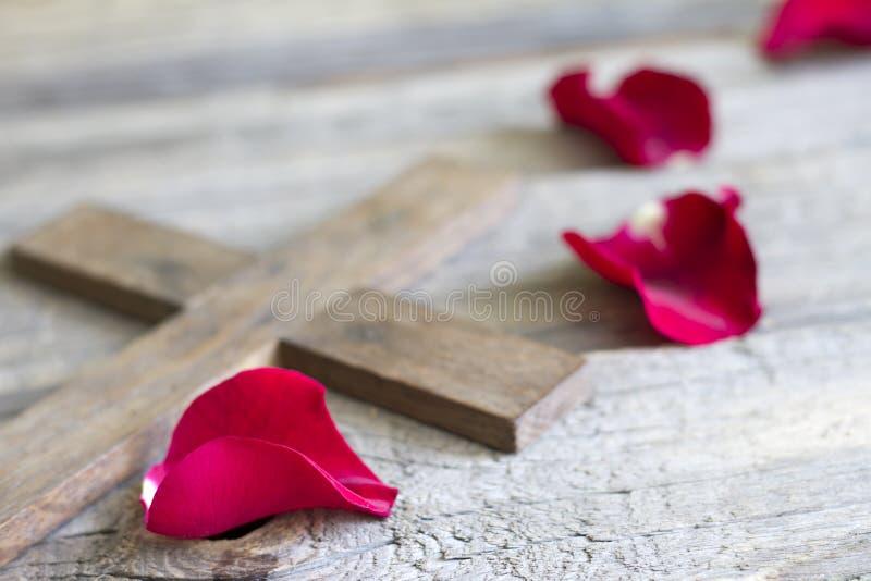 Conceito transversal e cor-de-rosa do sumário do sinal da religião imagem de stock