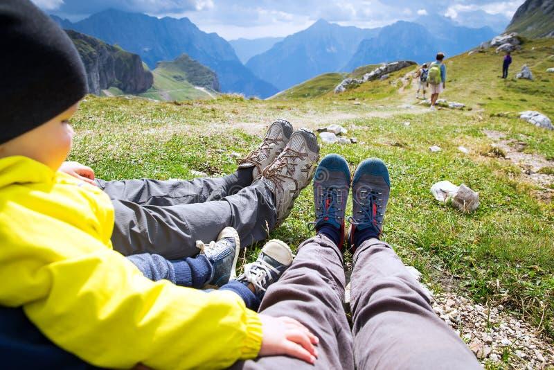 Conceito trekking do feriado do lazer do curso Mangart, Julian Alps, N imagens de stock