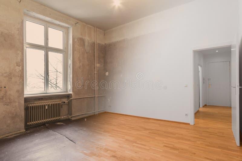 Conceito vazio da renovação da sala - antes e depois - fotos de stock