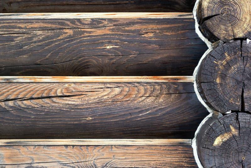 Conceito verde do edif?cio Parede da casa da madeira dos logs de madeira Fundo com espa?o da c?pia imagem de stock