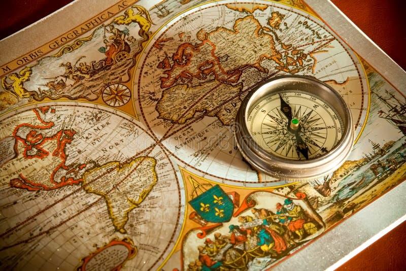 Conceitos velhos do mapa e do compasso foto de stock royalty free